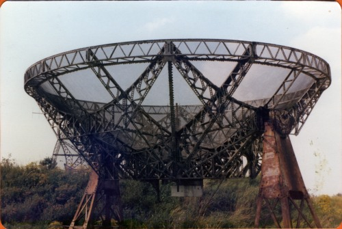 Rusty radio telescope, outside Cambridge